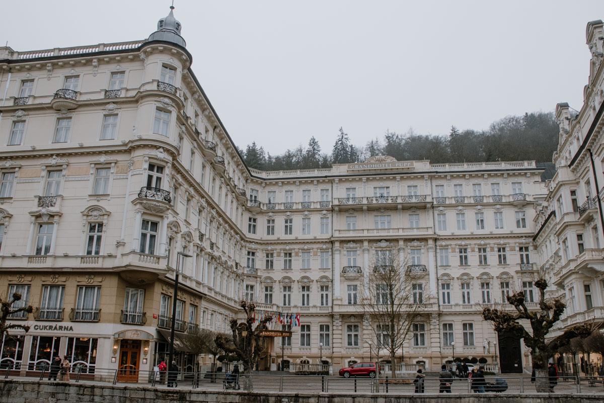 Außenansicht-des-Karlsbader-Hotels