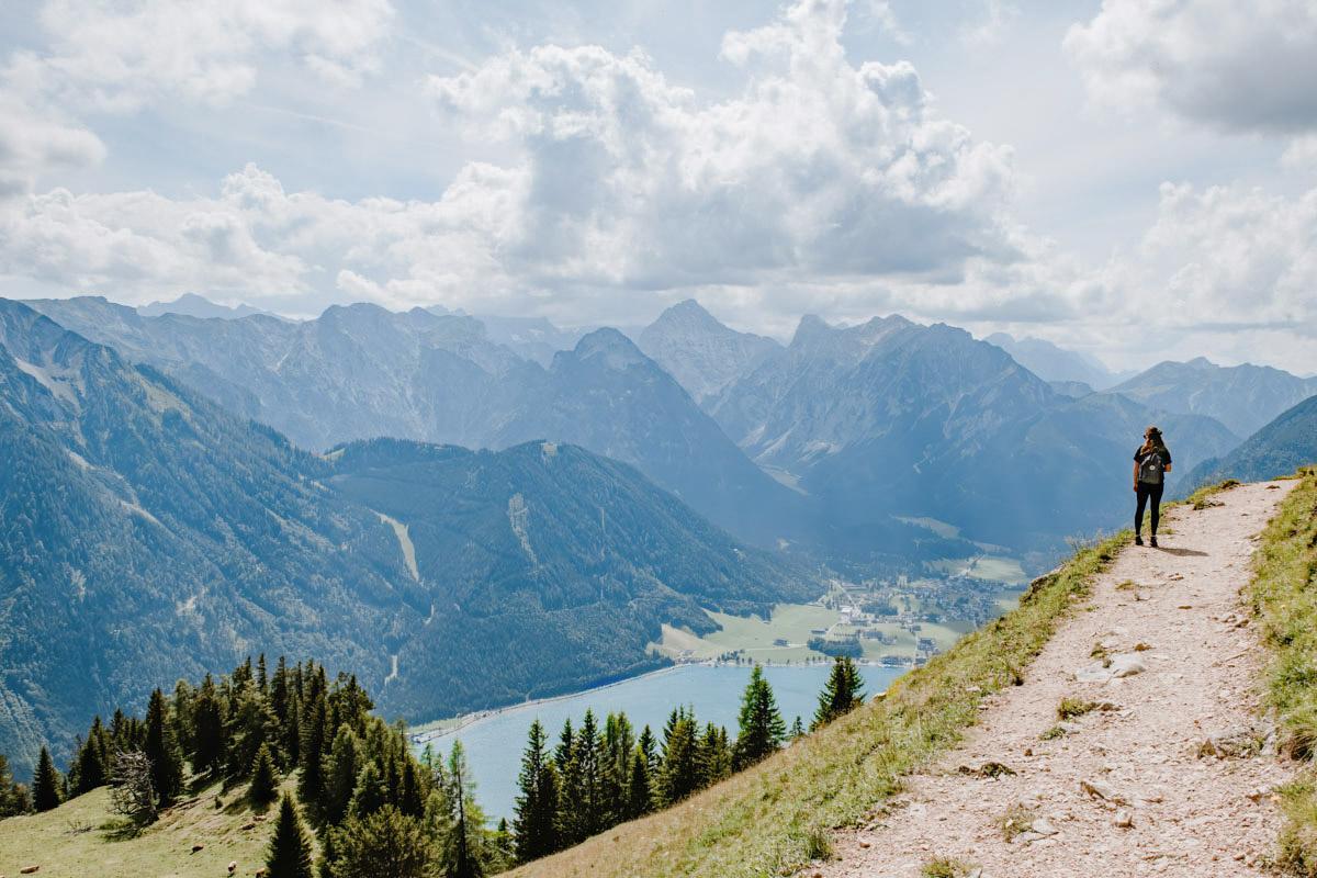 Wanderweg mit Blick auf den Achensee